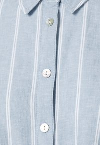 Tommy Jeans - TJW RELAXED FRONT KNOT  - Button-down blouse - moderate blue/stripe - 2