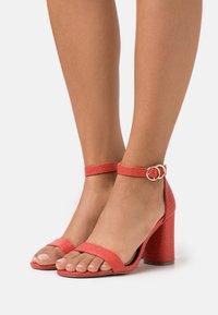 Miss Selfridge Wide Fit - WIDE FIT SOPHIA 2 PART BLOCK HEEL - Sandaalit nilkkaremmillä - red - 0