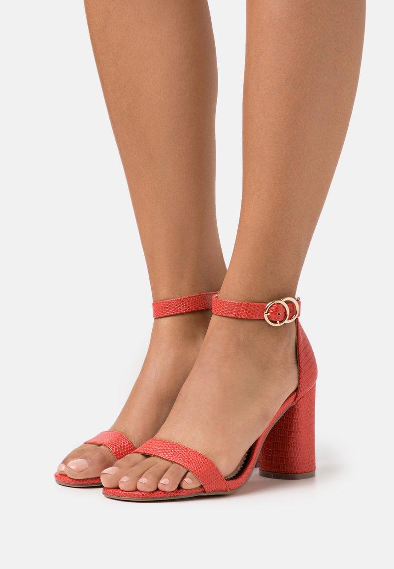 Miss Selfridge Wide Fit - WIDE FIT SOPHIA 2 PART BLOCK HEEL - Sandaalit nilkkaremmillä - red