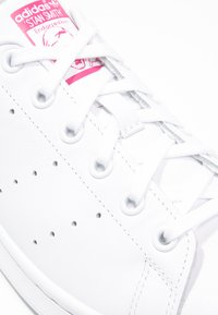 adidas Originals - STAN SMITH - Sneakers laag - white/bold pink - 5