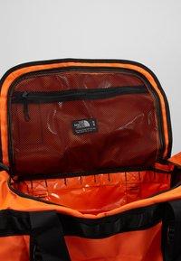 The North Face - BASE CAMP DUFFEL M UNISEX - Sports bag - persian orange/black - 5