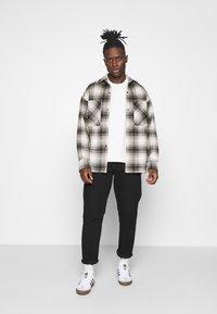 adidas Originals - PREMIUM TEE UNISEX - T-shirt basic - off-white - 1