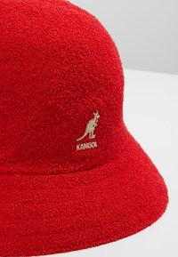 Kangol - BERMUDA CASUAL - Chapeau - scarlet - 6