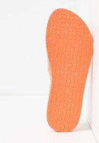 Tommy Hilfiger - TH MONO FLAT BEACH SANDAL  - T-bar sandals - island coral - 6