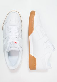Reebok Classic - WORKOUT PLUS - Tenisky - white/carbon/red/roya - 1