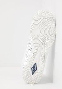 Umbro - VELOCITA V CLUB IC - Indoor football boots - white/medieval blue/blue radiance - 4
