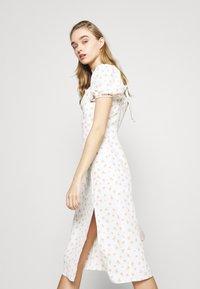 Glamorous - TIE BACK MIDI DRESS WITH PUFF SHORT SLEEVES SQUARE NECKLINE - Kjole - white/pink - 3