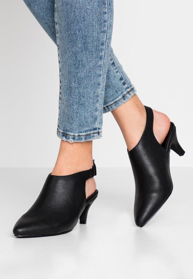 WIDE FIT FARIA HIGH FRONT SLINGBACK SHOE - Kotníková obuv - black
