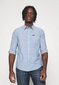 Lee - LEESURE SHIRT - Skjorta - washed blue - 0