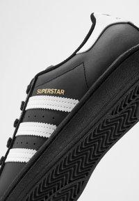 adidas Originals - SUPERSTAR  - Sneakers - core black/footwear wihte - 2