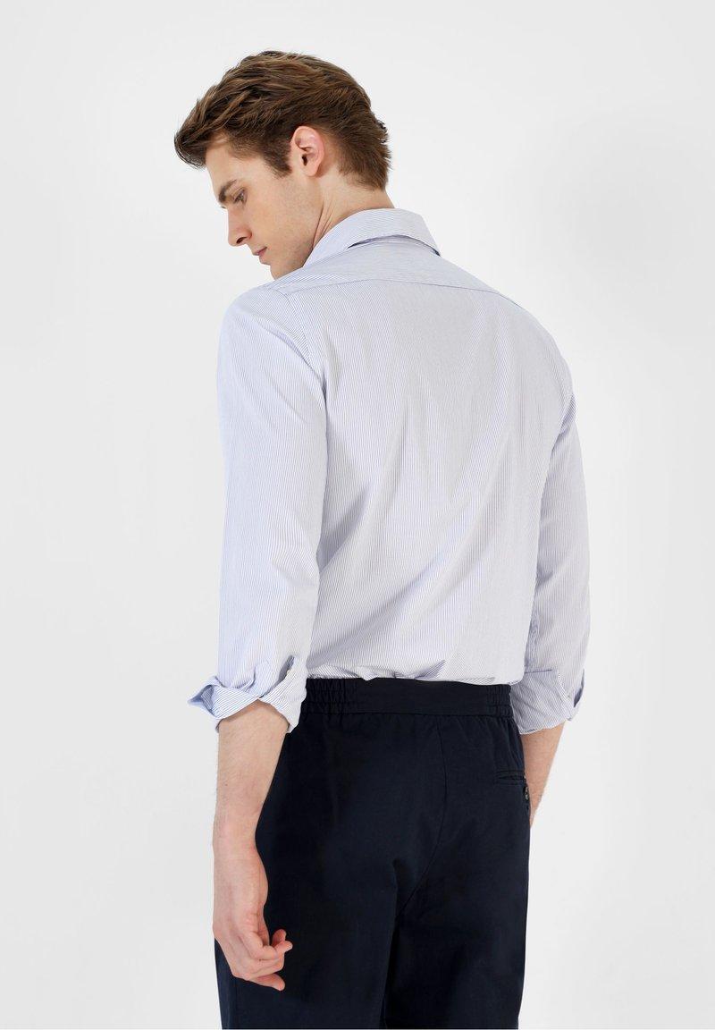 Scalpers Hemd - white blue stripes/blau Hp02qc