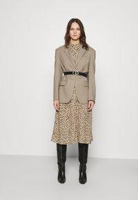 Dorothy Perkins - DRESS - Shirt dress - camel - 1