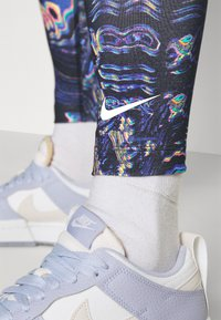 Nike Sportswear - Legging - black/concord - 4