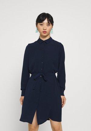 VMSAGA COLLAR SHIRT DRESS PETITE - Shirt dress - navy blazer