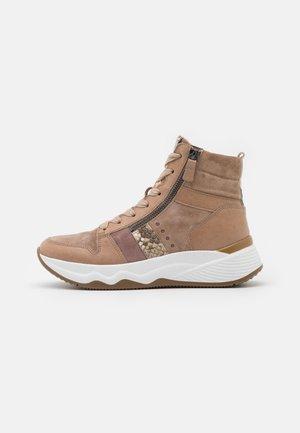 Höga sneakers - desert