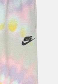 Nike Sportswear - CLUB - Pantaloni sportivi - purple chalk - 2