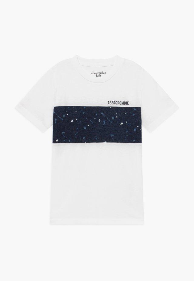 BASIC NOVELTY  - T-shirt z nadrukiem - white