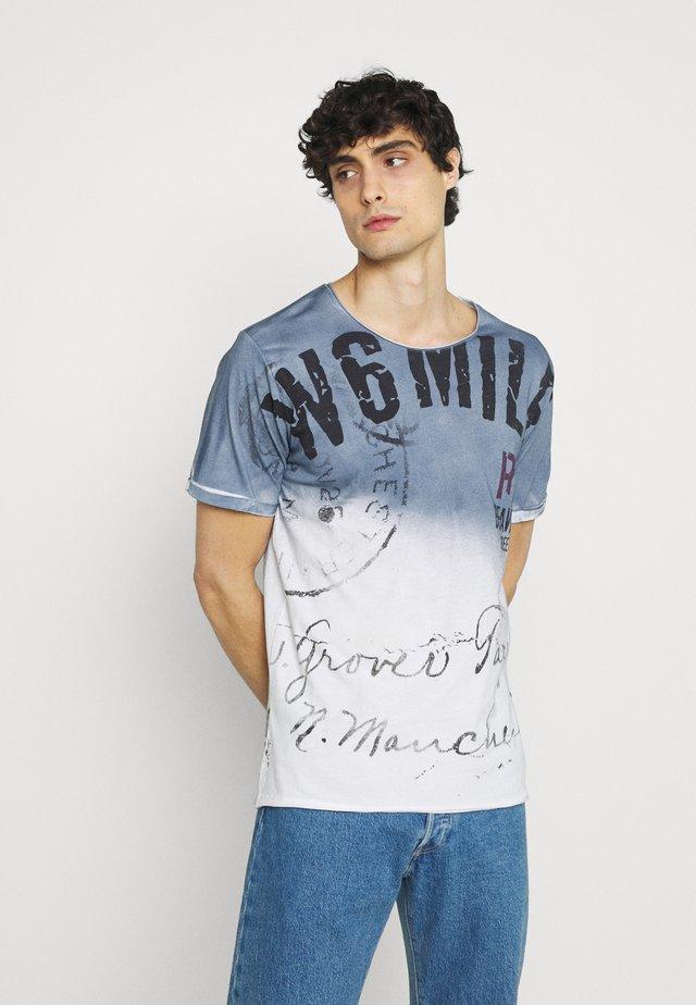 T-shirt con stampa - derby blue