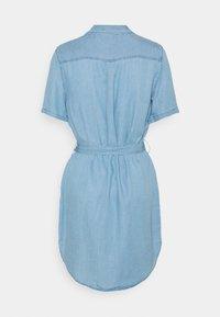 Vero Moda - VMSILJA SHORT SHIRT DRESS - Vestido vaquero - light blue denim - 1