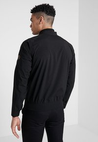 Cross Sportswear - BOMBER JACKET - Kurtka przeciwdeszczowa - black - 2