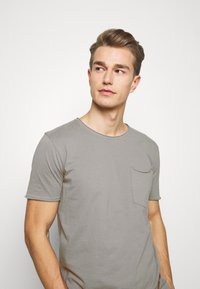 Lindbergh - WASHED TEE - Basic T-shirt - grey - 3
