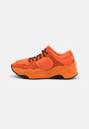 Sneakers laag - red orange
