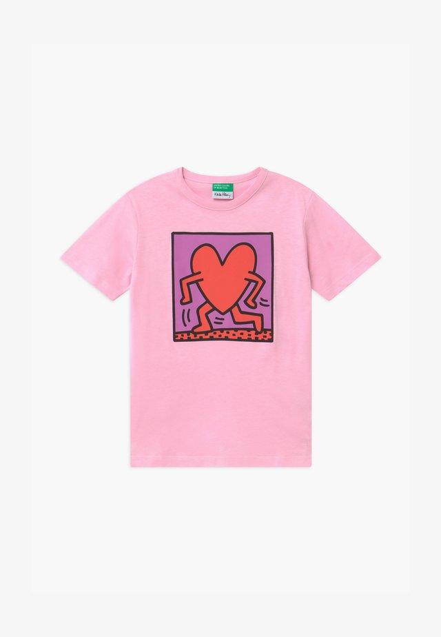 FUNZIONE - T-shirt med print - light pink