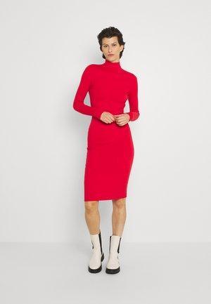 PHERSON MOCK NECK DRESS - Strikkjoler - red