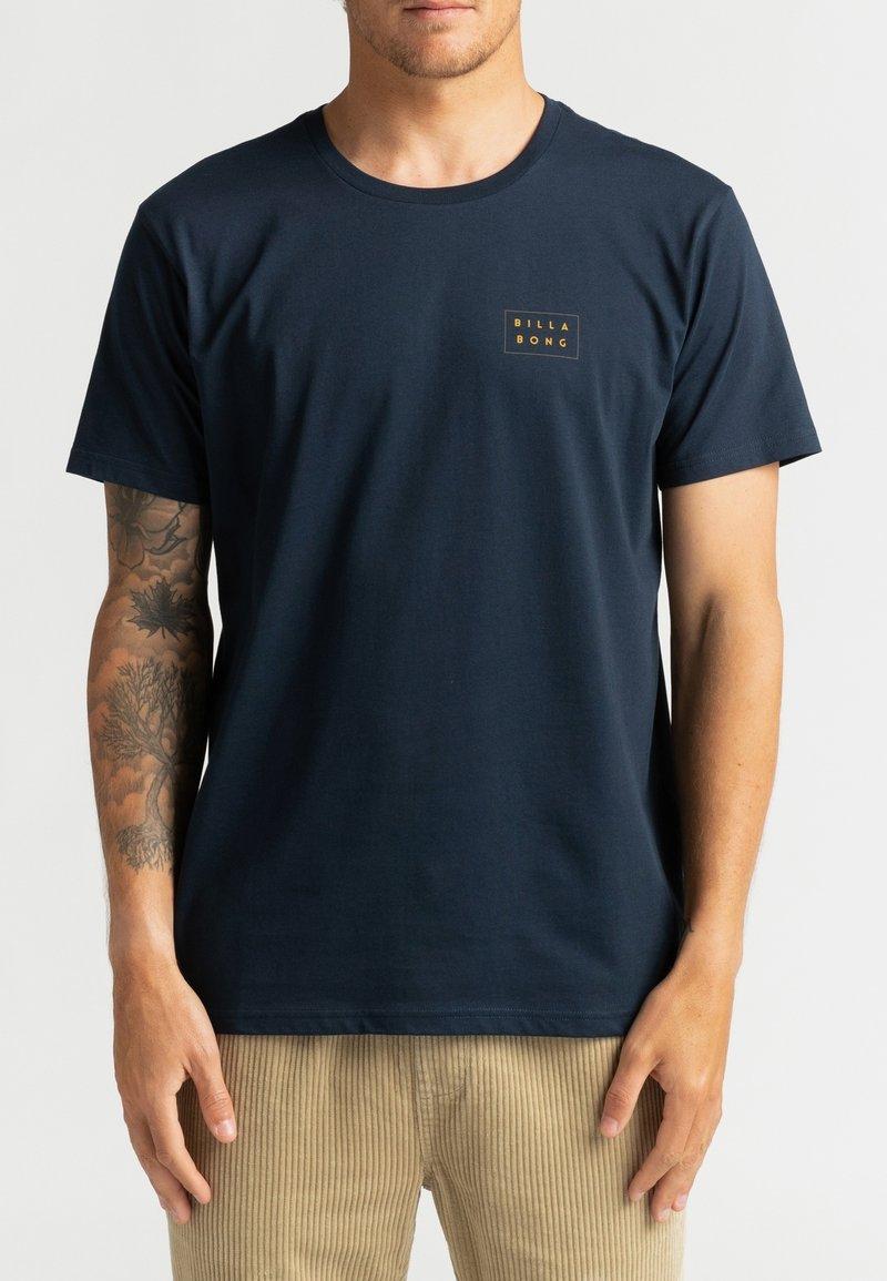 Billabong - DIE CUT THEME  - Print T-shirt - navy