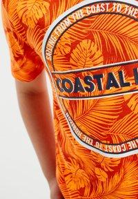 WE Fashion - Print T-shirt - bright orange - 2