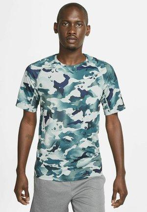 SLIM CAMO - T-shirt print - light pumice/pure platinum