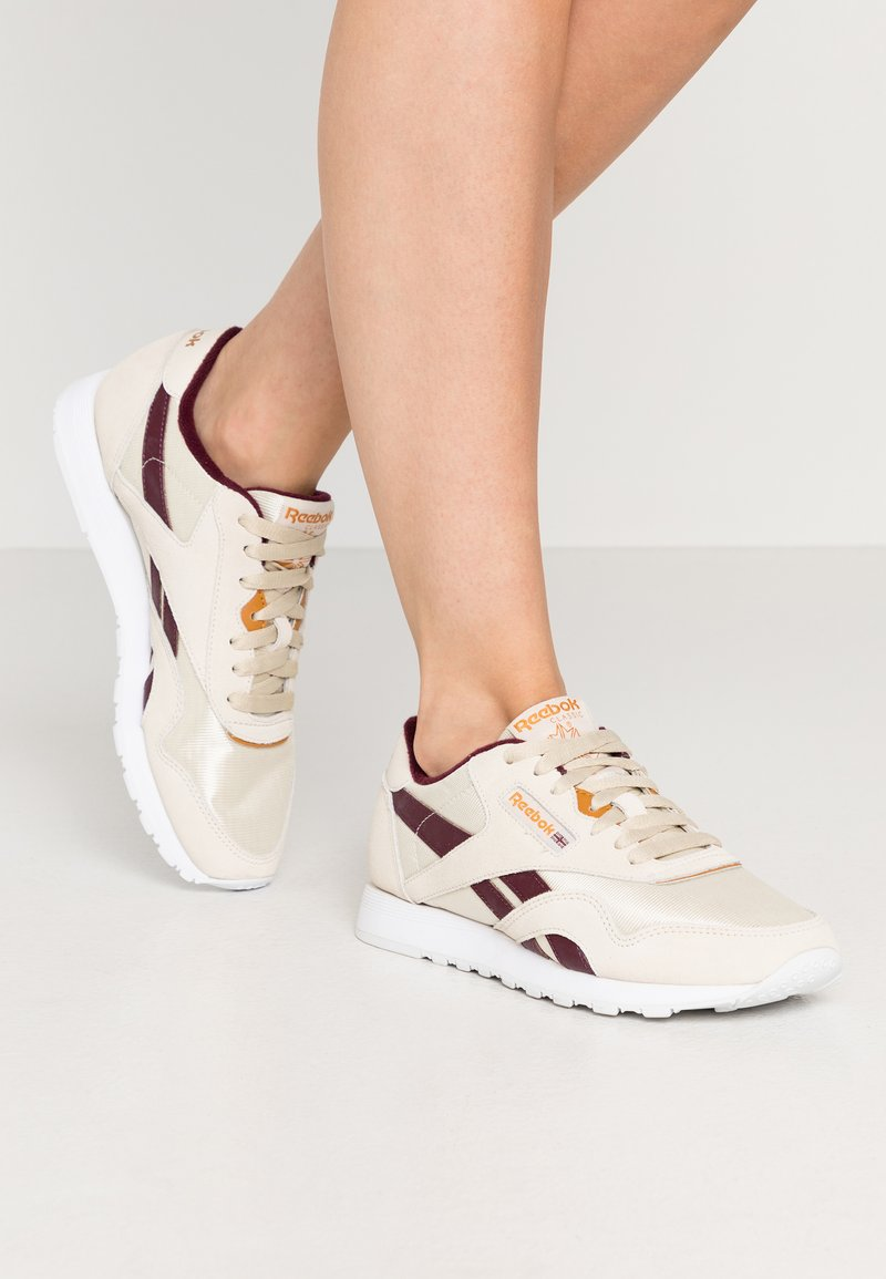 Reebok Classic - CLASSIC  - Sneakersy niskie - alabas/maroon/ricoch