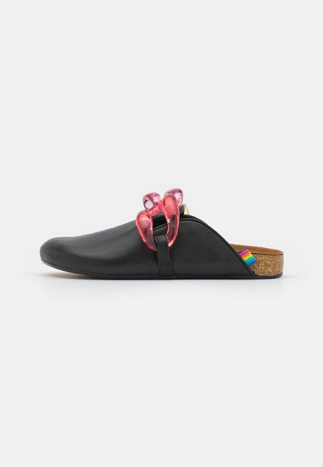 OZARK CHAIN - Domácí obuv - black
