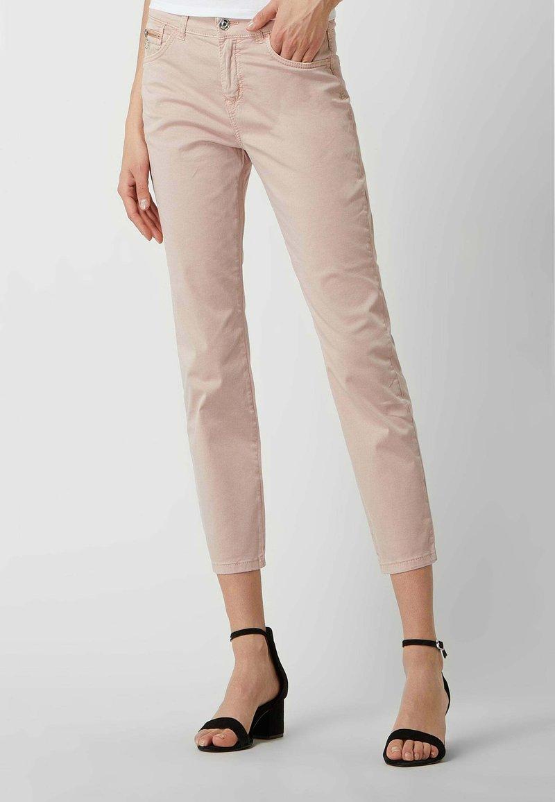 MAC Jeans - SLIM FIT IN 7/8-LÄNGE - Straight leg jeans - hellrosa