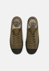 US Rubber Company - MILITARY TOP UNISEX - Trainers - khaki - 3