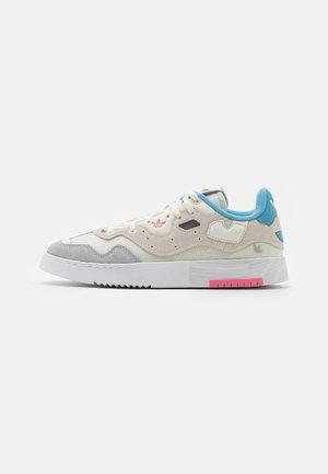SUPERCOURT STYLE  - Trainers - core white/footwear white/haze blue