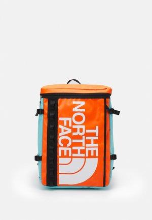 BASE CAMP FUSE BOX UNISEX - Zaino - red orange/transantarctic blue