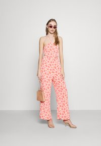 Fashion Union - STRIDE TROUSER - Trousers - pink posey - 1