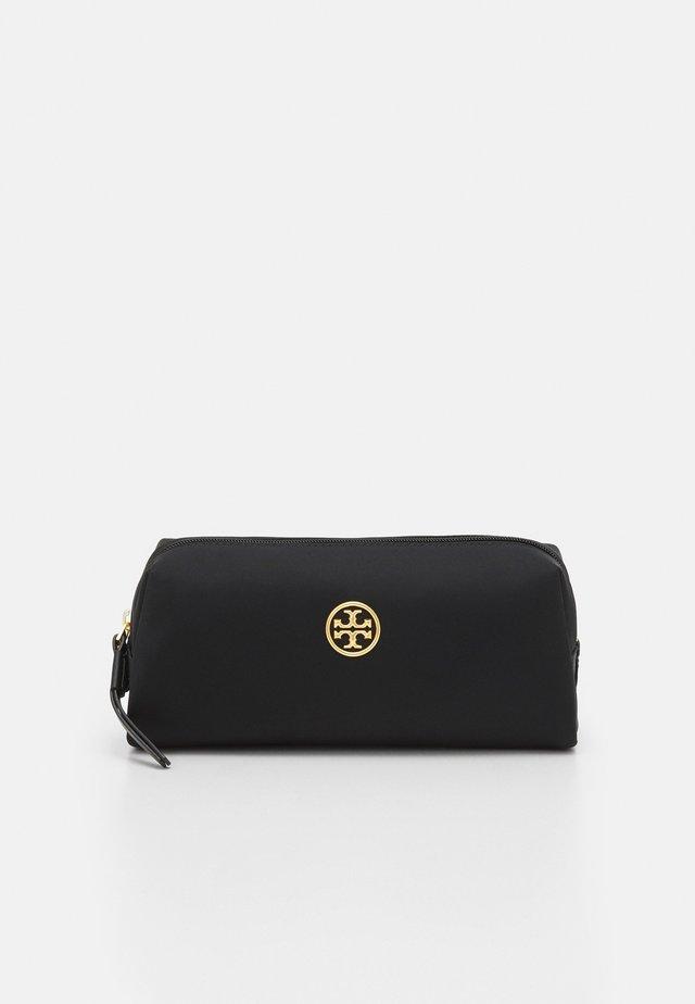 PIPER LONG COSMETIC CASE - Kosmetická taška - black