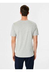 Selected Homme - SHDTHEPERFECT - T-paita - light grey melange - 2