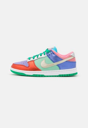 DUNK SE 2 - Trainers - sunset pulse/silver/purple pulse/green glow/chile red/hyper royal