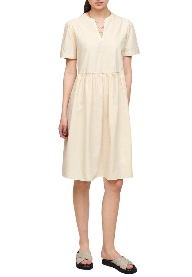 LANG - Korte jurk - light beige