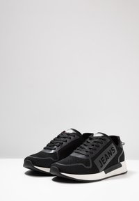 Tommy Jeans - TECHNICAL DETAILS FLEXI - Sneakers - black - 2