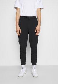 Calvin Klein Jeans - BADGE PANT - Reisitaskuhousut - ck black - 0
