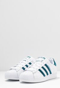 adidas Originals - SUPERSTAR - Sneakers laag - footwear white/tech mint/core black - 4