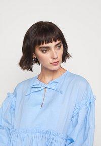Henrik Vibskov - DARLING DRESS - Hverdagskjoler - light blue - 7