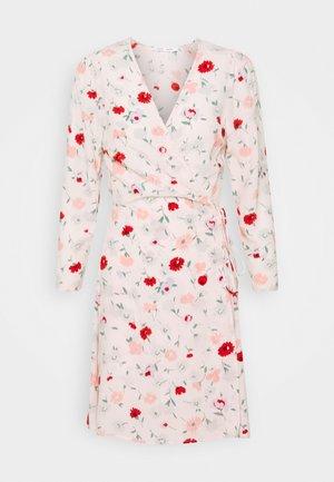 BRITT WRAP DRESS - Denní šaty - pink
