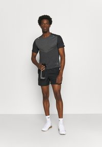 Nike Performance - TECHKNIT ULTRA  - T-shirt print - black/smoke grey - 1