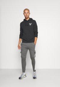 CLOSURE London - TECH UTILITY - Teplákové kalhoty - charcoal - 1