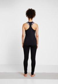 Curare Yogawear - TANK CUFFS - Top - black - 2